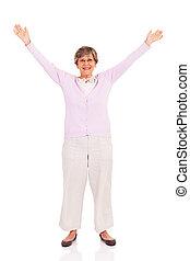 femme aînée, bras haut