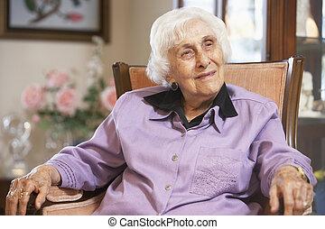 femme aînée, chaise, délassant