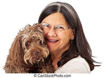 femme aînée, chien, tenue, heureux