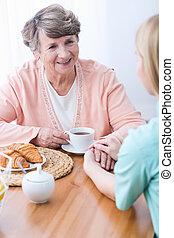 femme aînée, compagnie, garder, carer