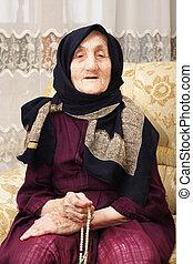 femme aînée, dénombrement, perles