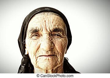 femme aînée, figure