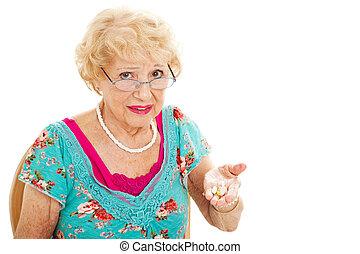 femme aînée, hates, prenant pilules