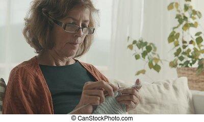femme aînée, home., délassant