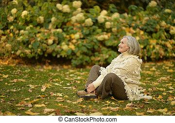 femme aînée, parc