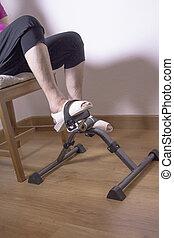 femme aînée, pedaling, chaise, séance