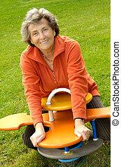femme aînée, playyground