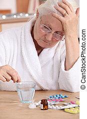 femme aînée, prendre, elle, pilules