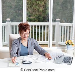 femme aînée, projection, frustration, quoique, travailler, elle, financier, compter
