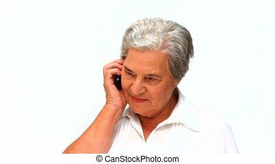femme aînée, téléphoner