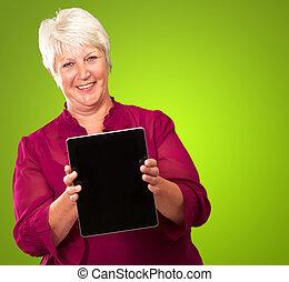 femme aînée, tenue, tablette, numérique