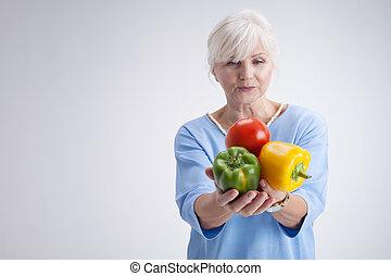 femme aînée, vegetables.