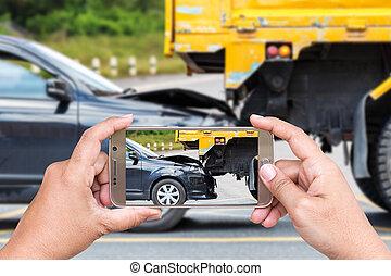 femme, accident, photo, main, smartphone, prendre, tenue,...