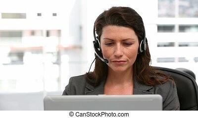 femme affaires, écouteur