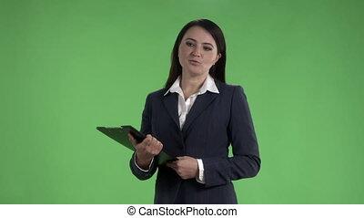 femme affaires, écran, contre, vert, confection, présentation