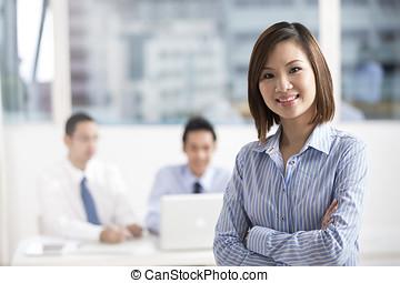 femme affaires, équipe, affaires asiatiques, mener