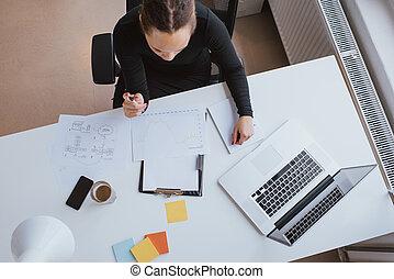 femme affaires, analyser, financier, données