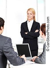 femme affaires, attentif