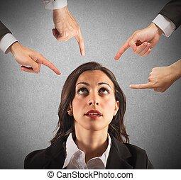 femme affaires, blâmé, unfairly