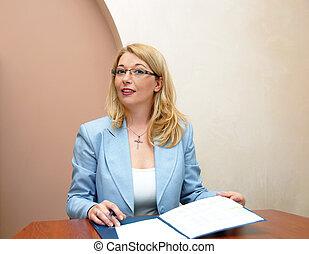 femme affaires, bureau, fonctionnement