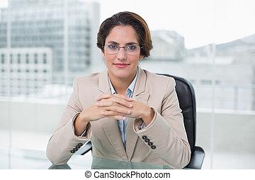 femme affaires, bureau, heureux, elle, séance