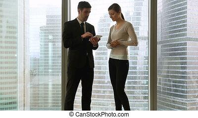 femme affaires, contre, conversation, fenêtre,...