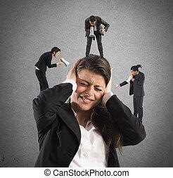 femme affaires, cris, ennuyé