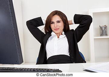 femme affaires, délassant, bureau
