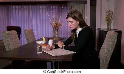 femme affaires, directeur, occupé, maison