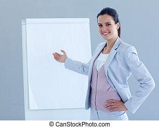 femme affaires donnant présentation