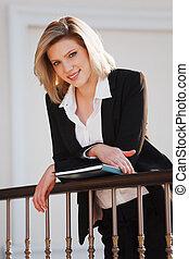 femme affaires, dossier, jeune