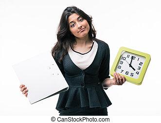 femme affaires, dossier, tenue, horloge