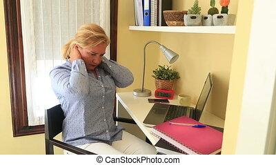 femme affaires, douleur cou, fatigué