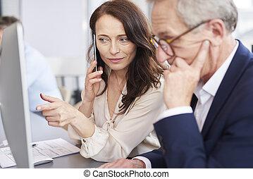 femme affaires, fonctionnement, technologie