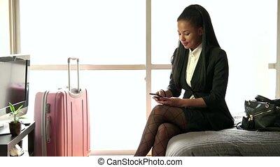 femme affaires, hôtel, noir, salle