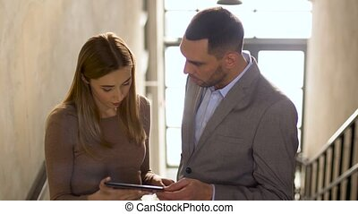 femme affaires, homme affaires, pc tablette