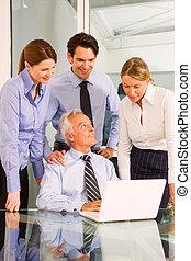 femme affaires, homme affaires, réunion, fonctionnement, pendant