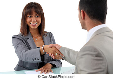 femme affaires, homme, serrer main