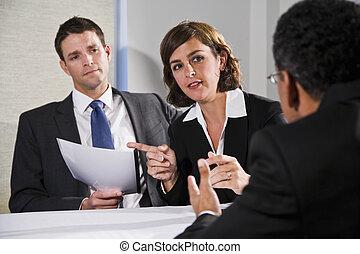 femme affaires, hommes, négocier
