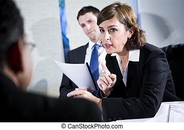 femme affaires, hommes, réunion, deux, confiant