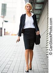 femme affaires, marche, jeune