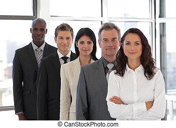 femme affaires, mener, a, equipe affaires