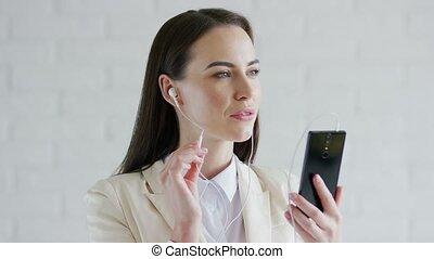 femme affaires, musique écouter