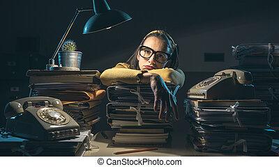 femme affaires, paperasserie, surchargé