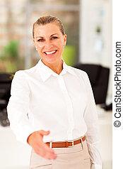 femme affaires, personne agee, poignée main, heureux