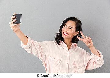 femme affaires, prendre, heureux, selfie, portrait
