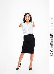 femme affaires, projection, jeune, haut, pouces, mains, sourire, deux, asiatique