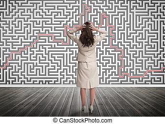 femme affaires, regarder, confondu, labyrinthe
