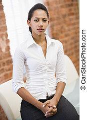 femme affaires, reposer dans bureau, espace