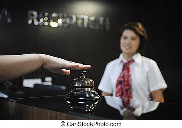 femme affaires, sourire, bureau réception